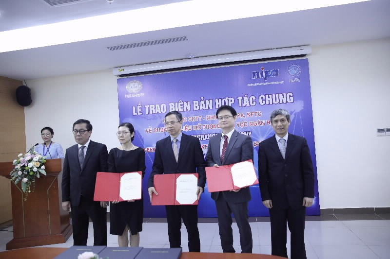 SBV's Information Technology Department, Korea's National IT Industry Promotion Agency (NIPA) and Korea Financial Telecommunications and Clearings Institute (KFTC) sign MoU on Open API in the banking sector, Photo: SBV